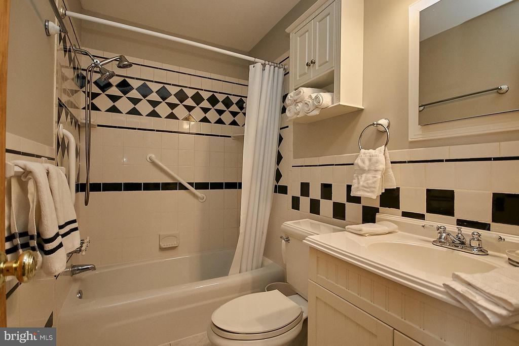 Bath - 4218 HOLBORN AVE, ANNANDALE