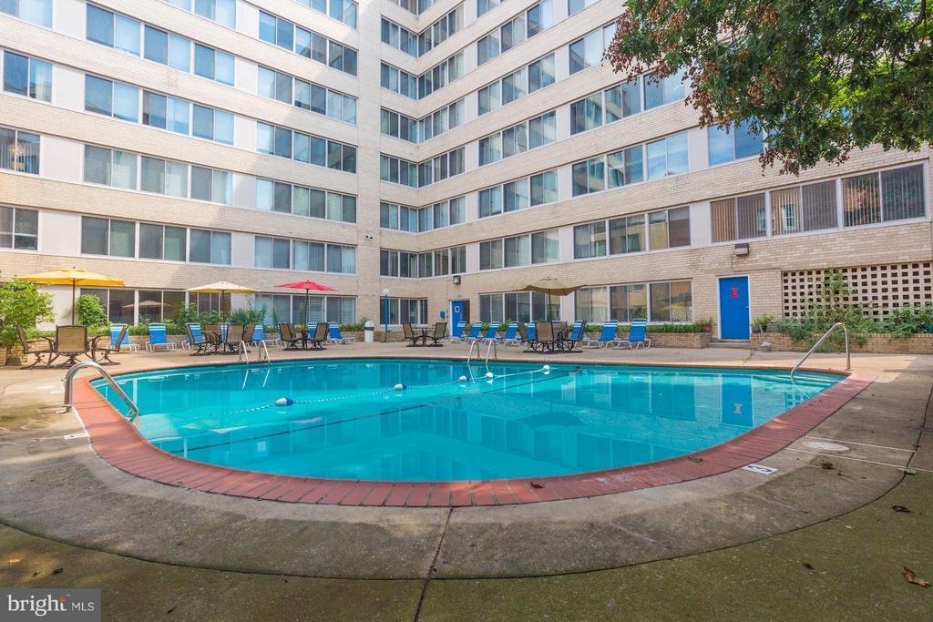 Community Pool// Enjoy your summer days. - 922 24TH ST NW #118, WASHINGTON