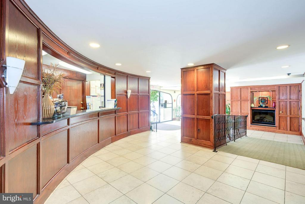 Community Lobby and Front Desk - 922 24TH ST NW #118, WASHINGTON