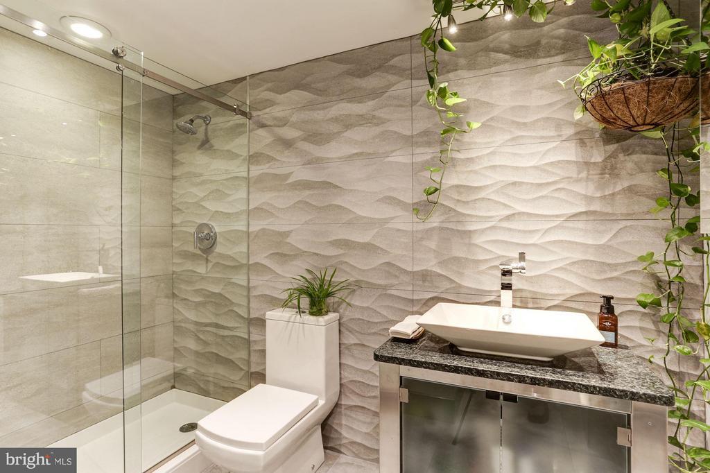 Bath - 922 24TH ST NW #118, WASHINGTON