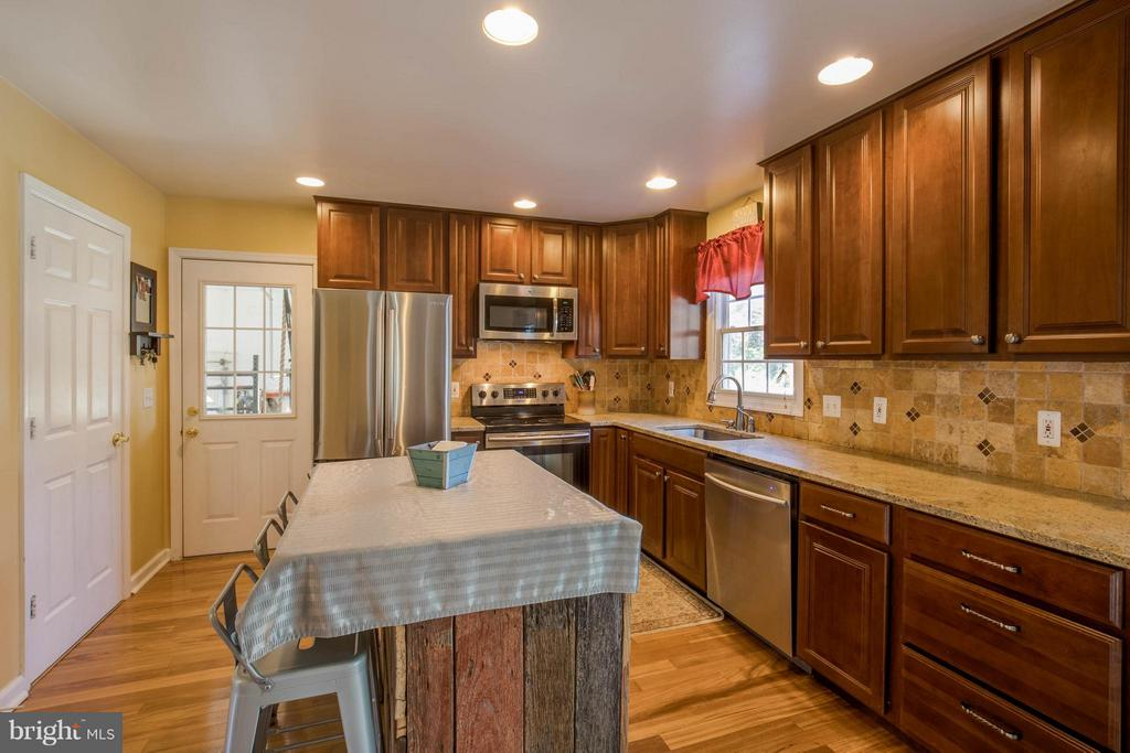 Kitchen - 8310 DIAMOND HILL RD, WARRENTON