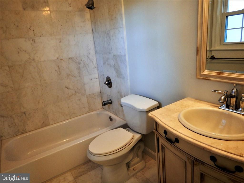 Bath (Master) - 3121 MCGEORGE TER, ALEXANDRIA