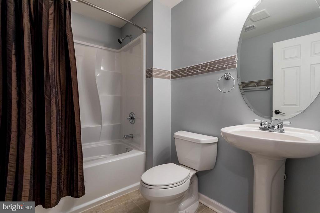 Full bathroom in basement - 8 BOOTH CT, STAFFORD