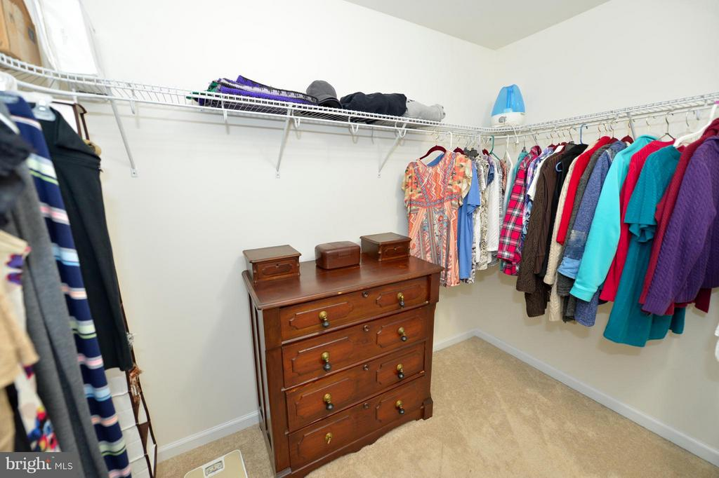 HUGE Walk-in Closet - 670 LOWER CLUB HOUSE, HARPERS FERRY