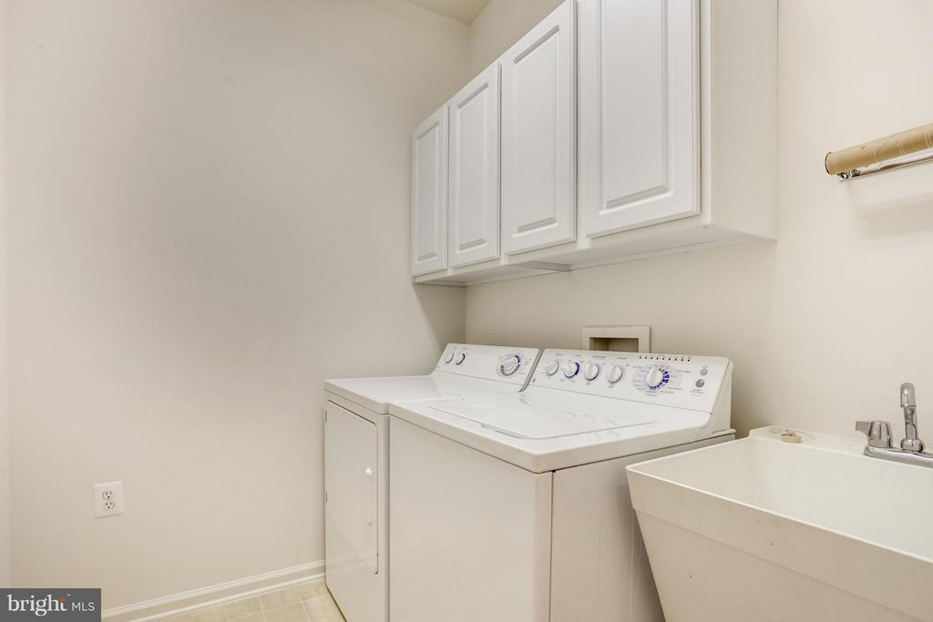 Main Level Laundry Room - 30 ASPEN HILL DR, FREDERICKSBURG