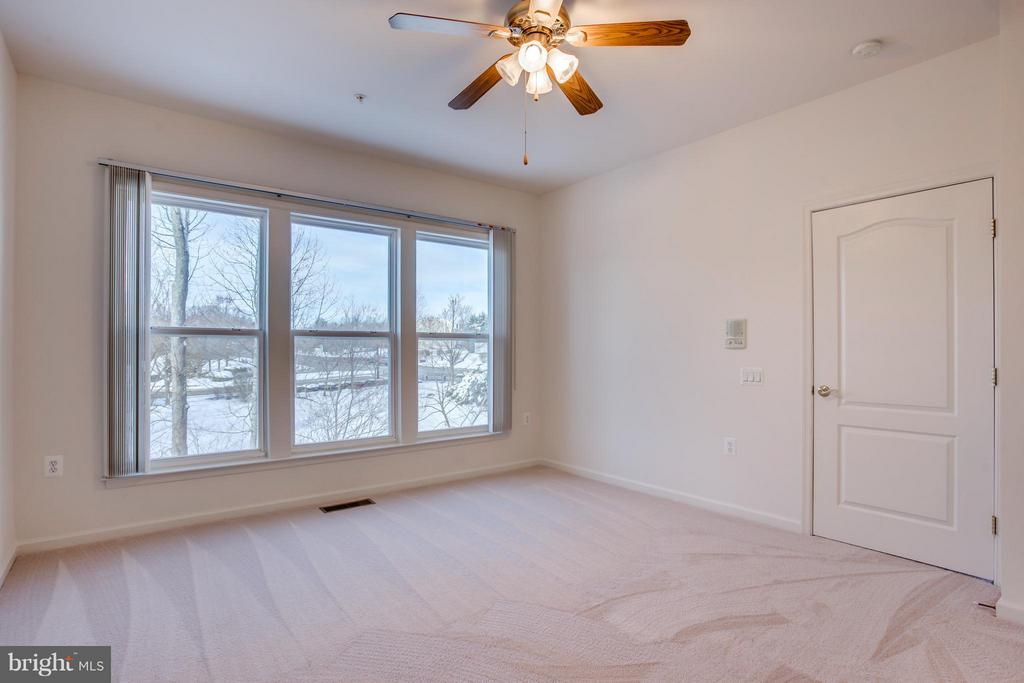 Main Level Master w/ Ceiling Fan - 30 ASPEN HILL DR, FREDERICKSBURG