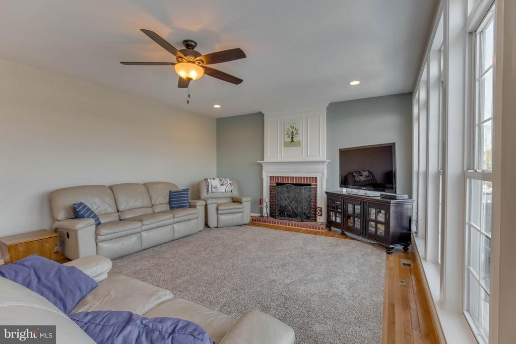 Family Room - 43812 CHURCHILL GLEN DR, CHANTILLY