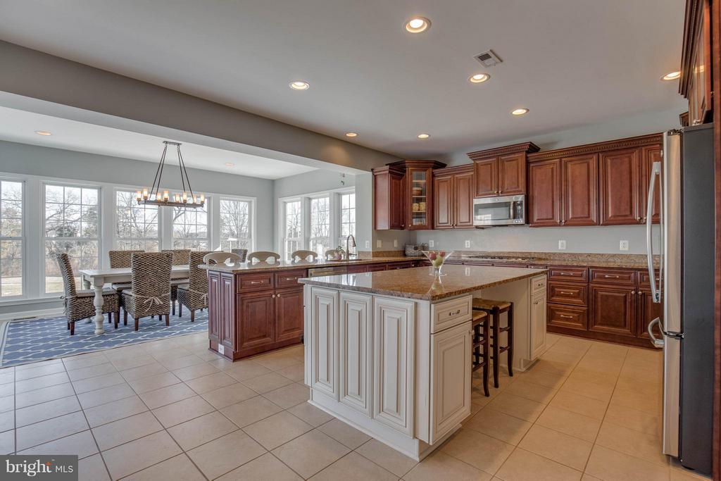 Remodeled Gourmet Kitchen - 43812 CHURCHILL GLEN DR, CHANTILLY