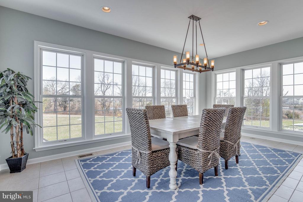 Beautiful Sunroom - 43812 CHURCHILL GLEN DR, CHANTILLY