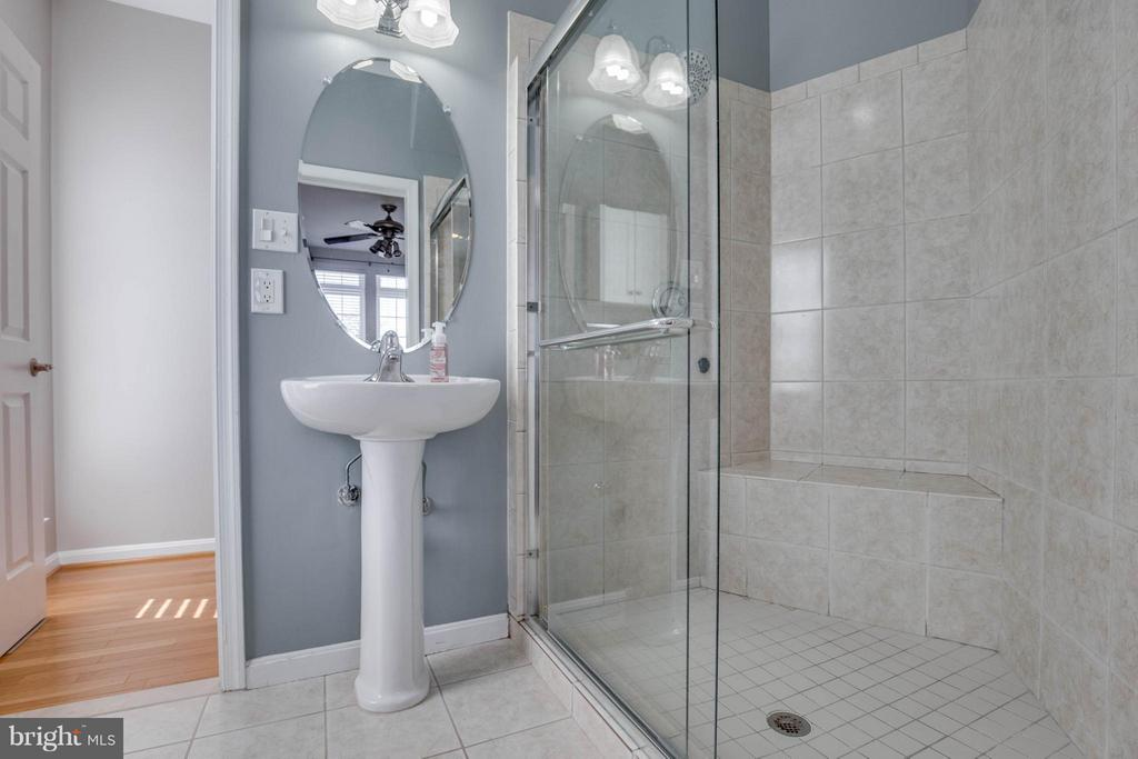Main Level Full Bathroom - 43812 CHURCHILL GLEN DR, CHANTILLY