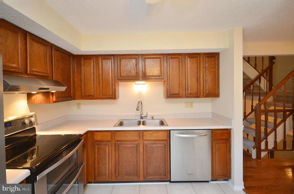 Kitchen - 5326 LAROCHELLE CT, ALEXANDRIA