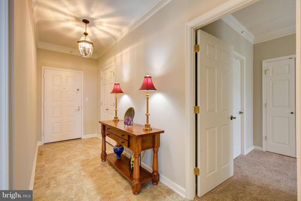 Foyer with ceramic tile and large closets - 19365 CYPRESS RIDGE TER #1001, LEESBURG