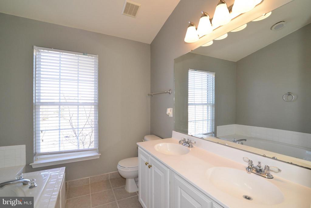 Bath (Master) - 44237 LITCHFIELD TER, ASHBURN