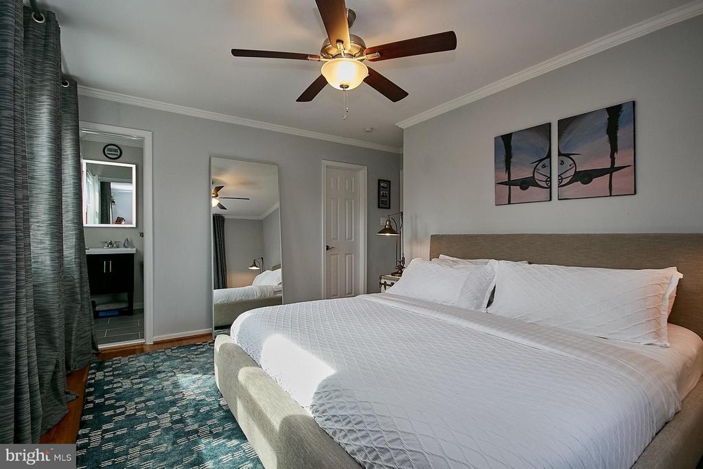 Master bedroom has a walk in clloset - 3205 TRAVELER ST, FAIRFAX
