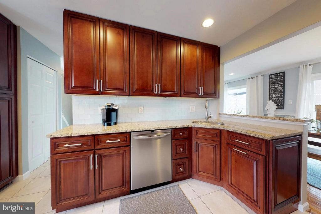 High-end, solid cherry soft-close cabinets - 3205 TRAVELER ST, FAIRFAX