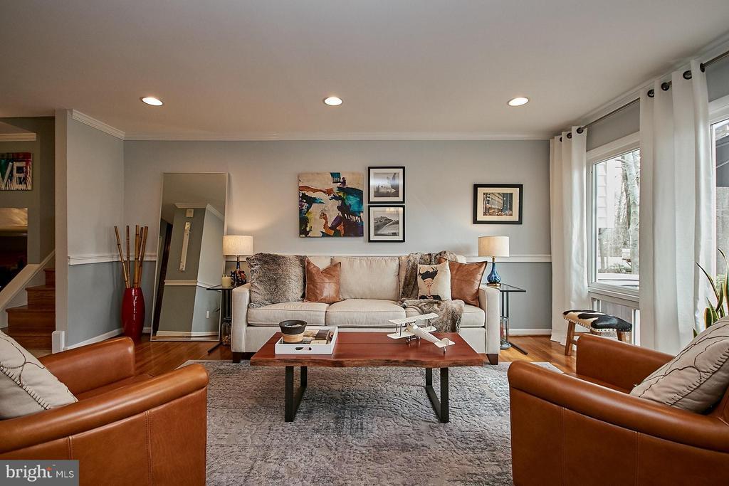Sunlit living room with hardwood flooring - 3205 TRAVELER ST, FAIRFAX
