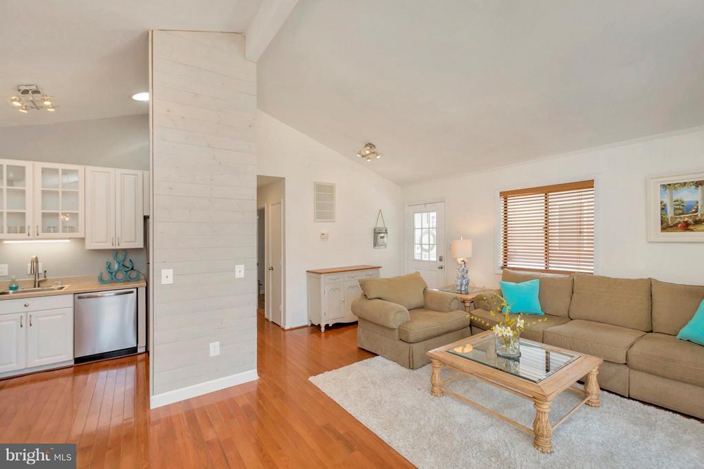 Open Floor Plan Living Rm looking towards kitchen - 307 WESTOVER PKWY, LOCUST GROVE