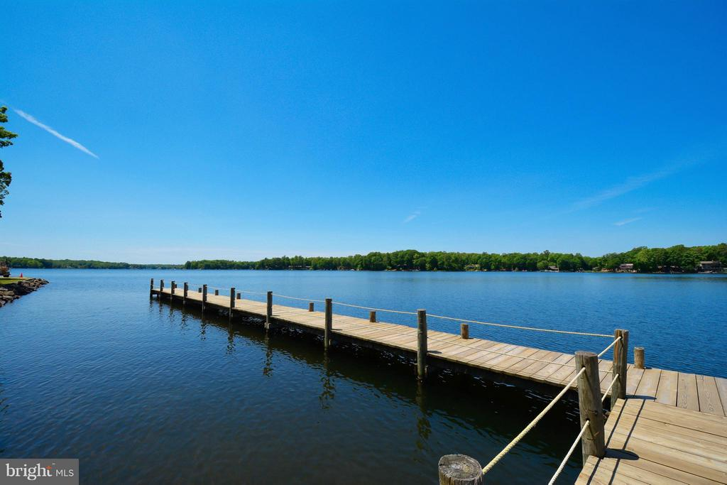 Sparkling 550 acre lake. - 307 WESTOVER PKWY, LOCUST GROVE