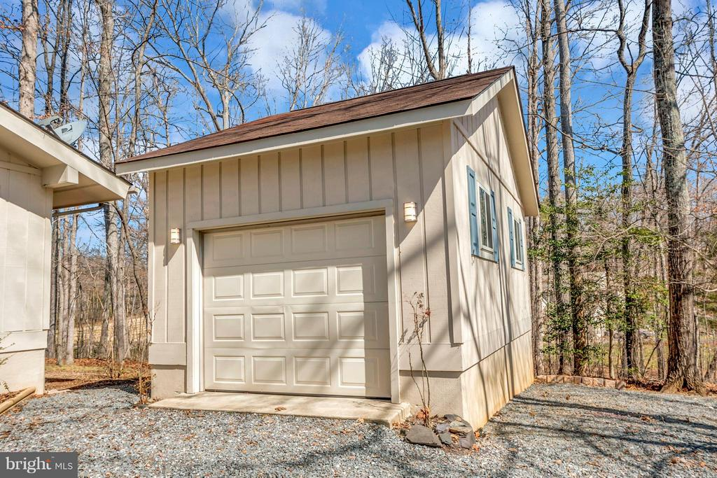 Detached one car garage - lots of storage space - 307 WESTOVER PKWY, LOCUST GROVE