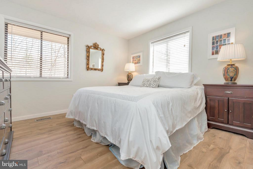 Room for king bed and end tables - 307 WESTOVER PKWY, LOCUST GROVE