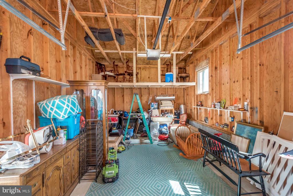 Detached garage - 307 WESTOVER PKWY, LOCUST GROVE