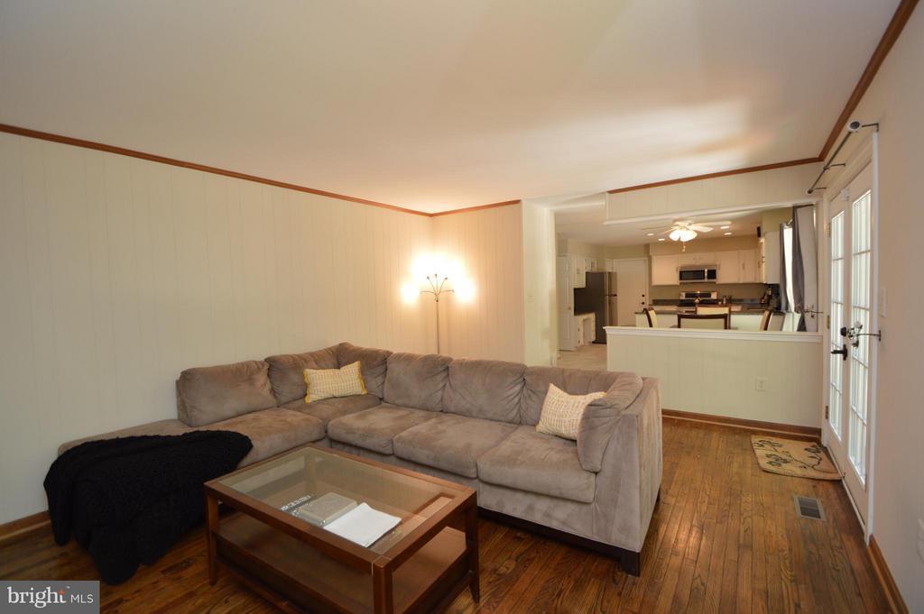 Family Room - 5837 COLFAX AVE, ALEXANDRIA