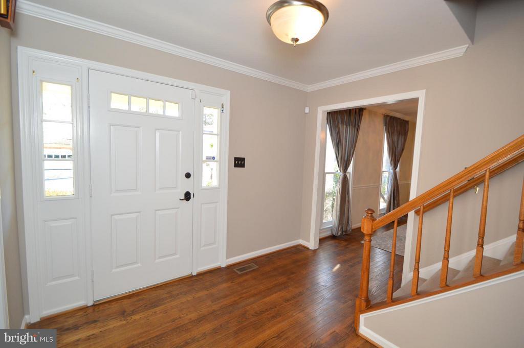 Foyer - 5837 COLFAX AVE, ALEXANDRIA