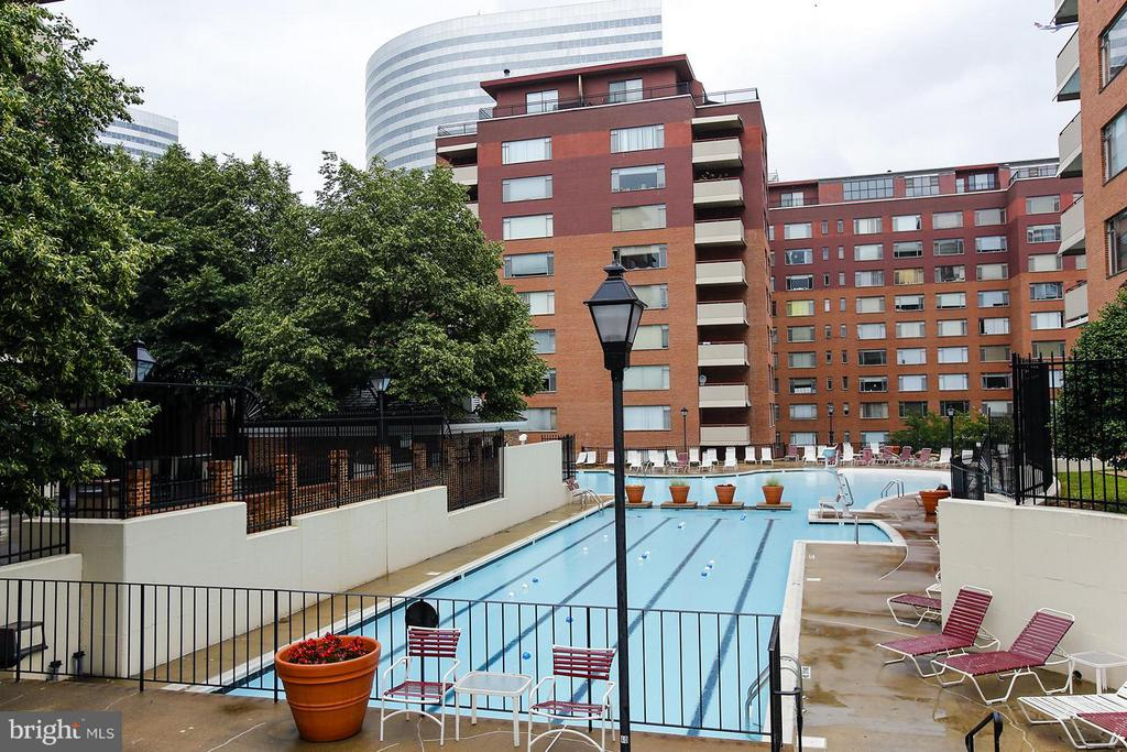 Pool - 1111 ARLINGTON BLVD #541, ARLINGTON
