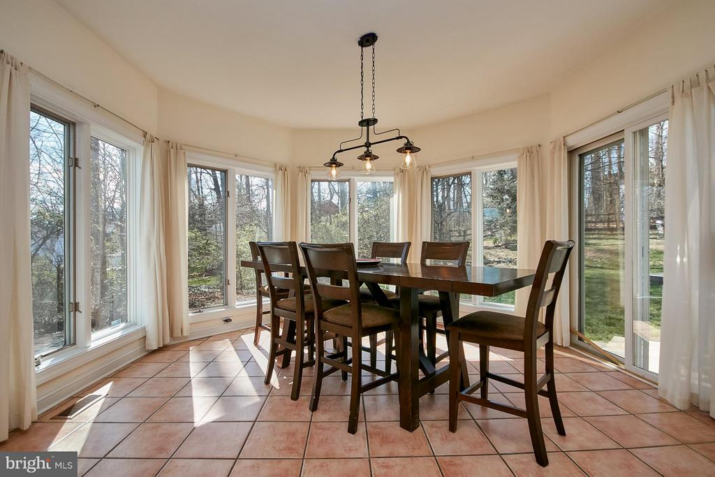 Large Breakfast Area with Walls of Windows - 9322 OLD BURKE LAKE RD, BURKE