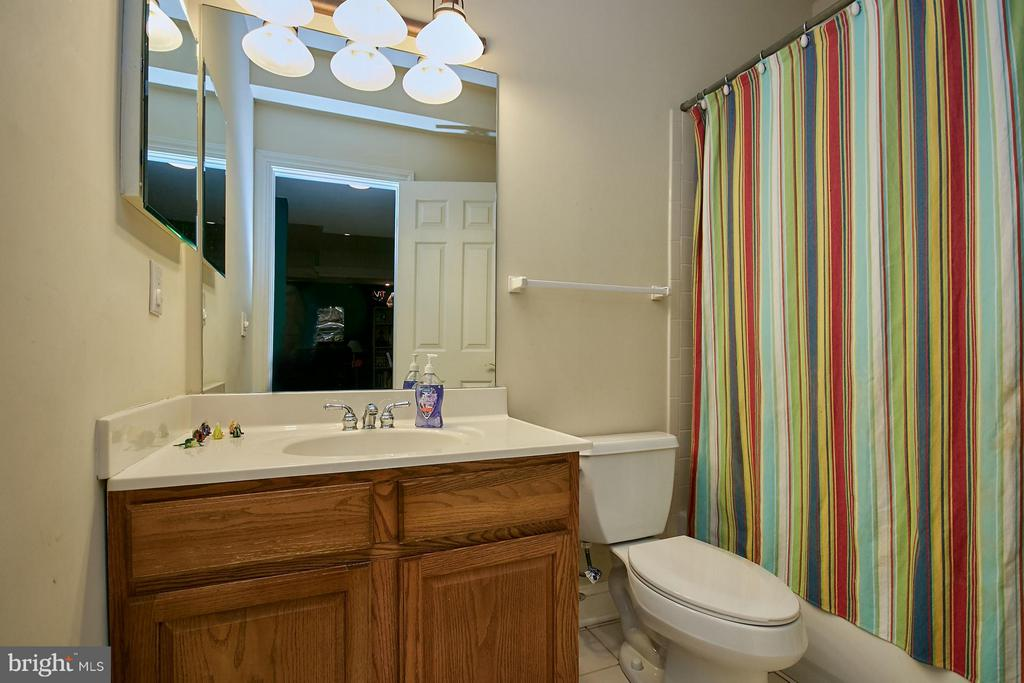 Lower Level Full Bath - 9322 OLD BURKE LAKE RD, BURKE