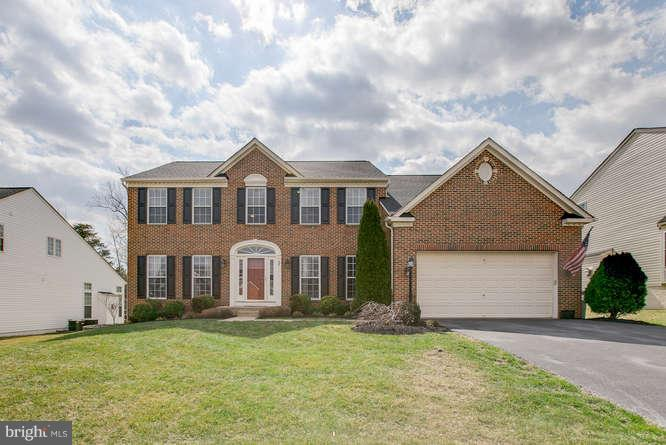 ~ Gorgeous Brick Colonial ~ - 37 KINROSS DR, STAFFORD