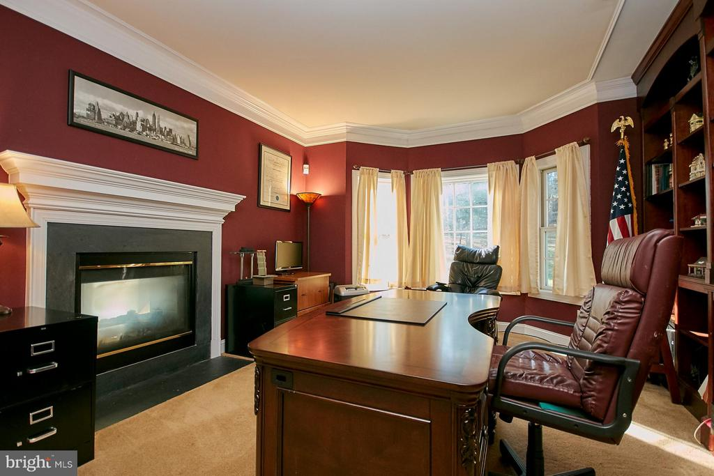 Main Level Office with Two-Sided Fireplace - 9322 OLD BURKE LAKE RD, BURKE
