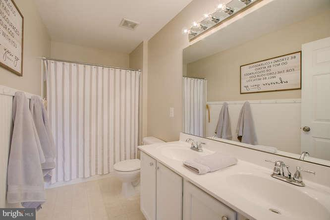 ~ Upstairs Hall Bath with Wainscoting and Tile ~ - 37 KINROSS DR, STAFFORD