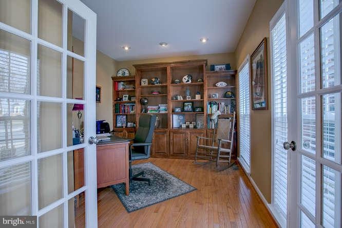 ~ Study with Built-In Custom Shelving ~ - 37 KINROSS DR, STAFFORD