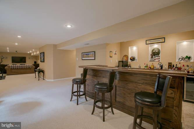 ~ Prepare to Entertain ~ Custom Bar ! ~ - 37 KINROSS DR, STAFFORD