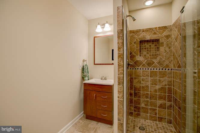 ~ Basement Upgraded Full Bath ~ - 37 KINROSS DR, STAFFORD