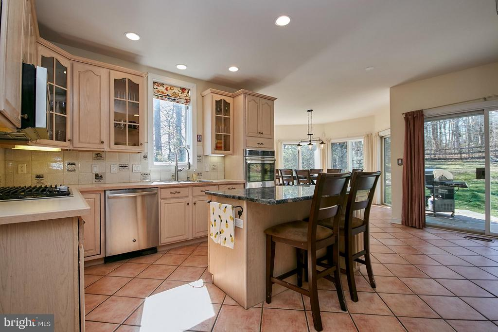 Kitchen Island - 9322 OLD BURKE LAKE RD, BURKE