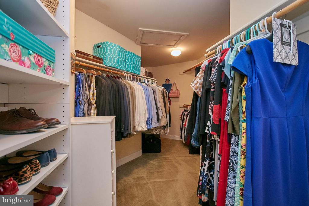 Huge Walk-In-Closet with Built-Ins - 9322 OLD BURKE LAKE RD, BURKE