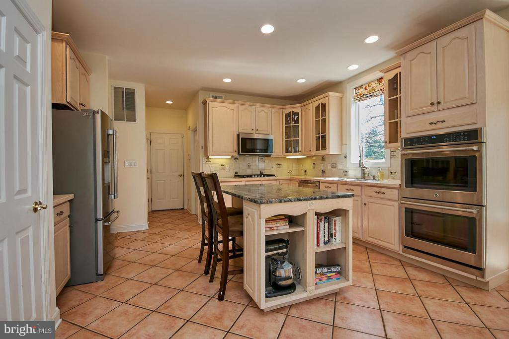 Kitchen with Granite - 9322 OLD BURKE LAKE RD, BURKE