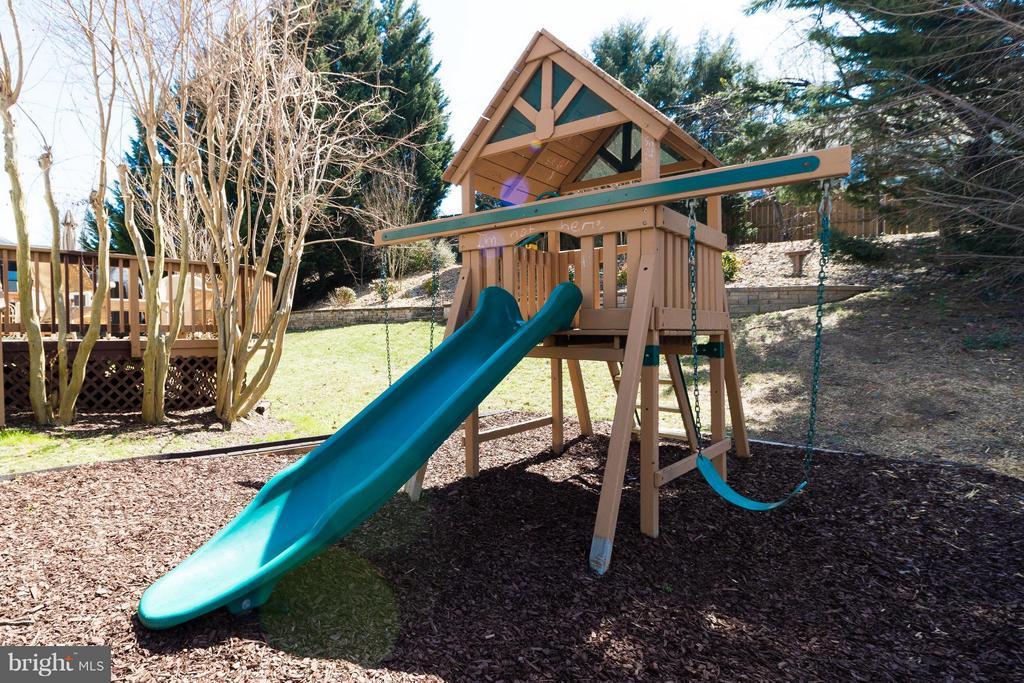 Outdoor Playground - 15 BLUE SPRUCE CIR, STAFFORD
