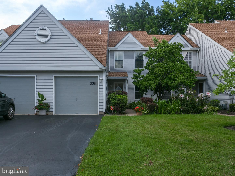 Vivienda unifamiliar por un Alquiler en 236 BIRCH HOLLOW Drive Bordentown, Nueva Jersey 08505 Estados Unidos