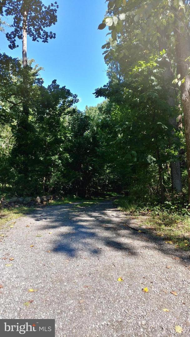 Photo of home for sale at 13561 Hanging Rock Lane, Lovettsville VA