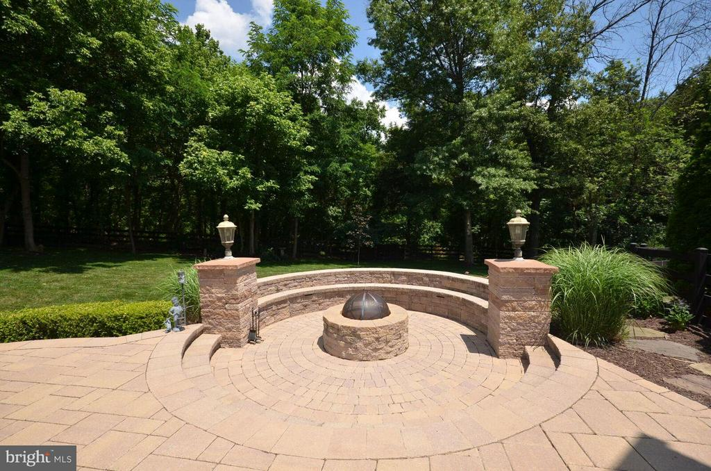 Great Firepit with Builtin Seating and Lighting - 22344 HARRIER LN, LEESBURG