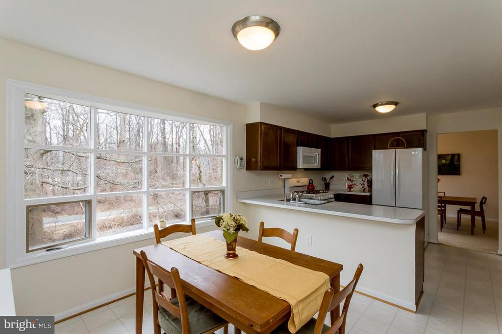Breakfast nook off kitchen - 2328 MALRAUX DR, VIENNA