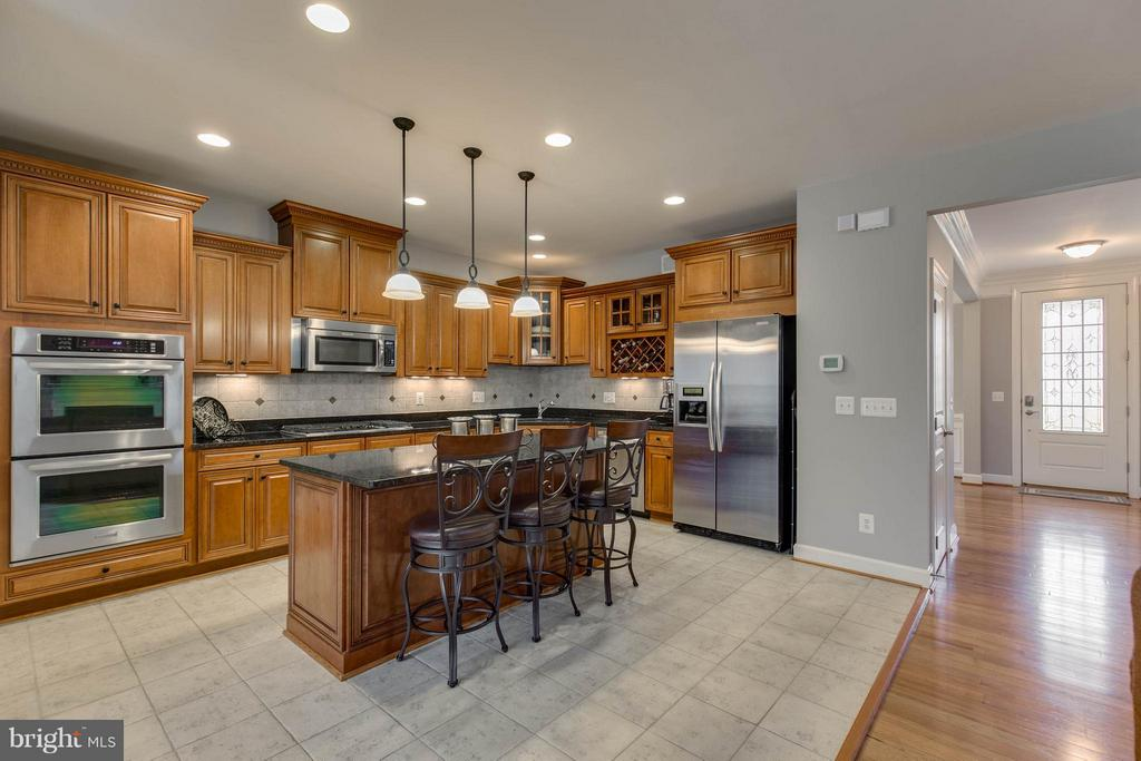 Gourmet Kitchen with Upgraded Cabinets - 22344 HARRIER LN, LEESBURG