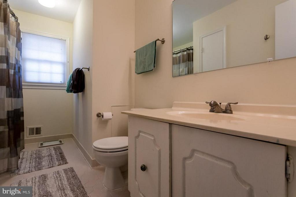 2nd bath on main level - 2328 MALRAUX DR, VIENNA