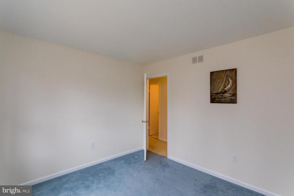 3rd bedroom on main level - 2328 MALRAUX DR, VIENNA