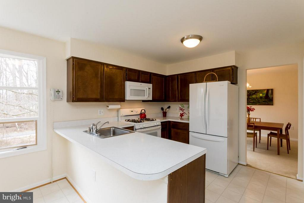 Kitchen with lots of natural lighting - 2328 MALRAUX DR, VIENNA