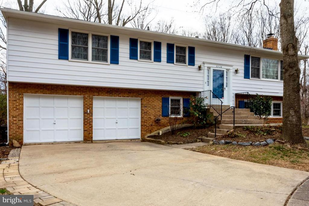 Split level with 2-car garage - 2328 MALRAUX DR, VIENNA