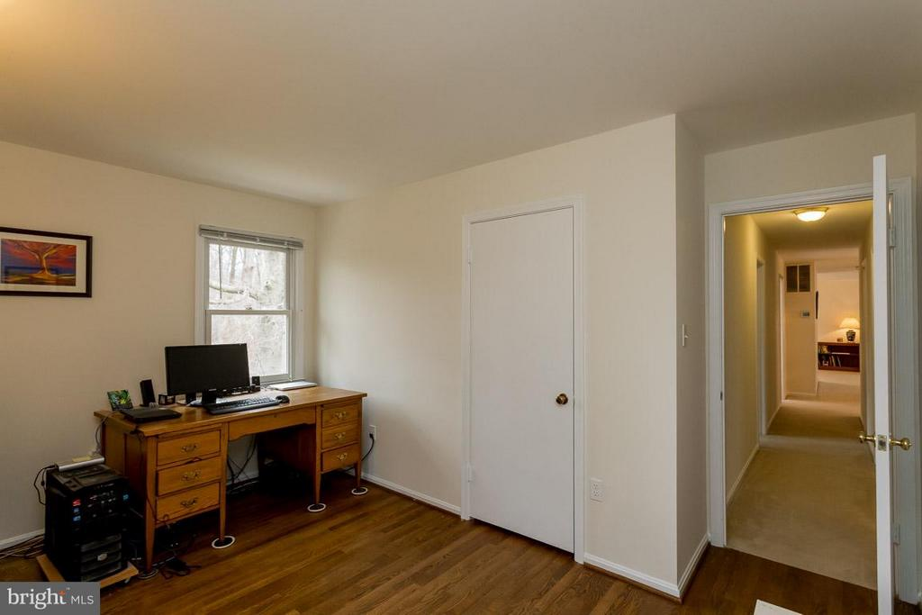 2nd bedroom on main level shown here as office - 2328 MALRAUX DR, VIENNA